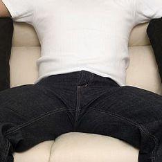 Парни раздвигают ноги фото в джинсах — pic 12